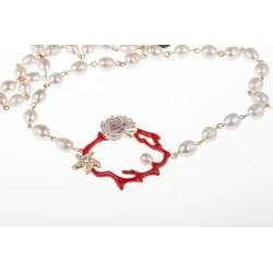 Collana con rappresentazione di ramo di corallo rotondo rosso con stella marina con cristalli e un filo di perle medie bianche